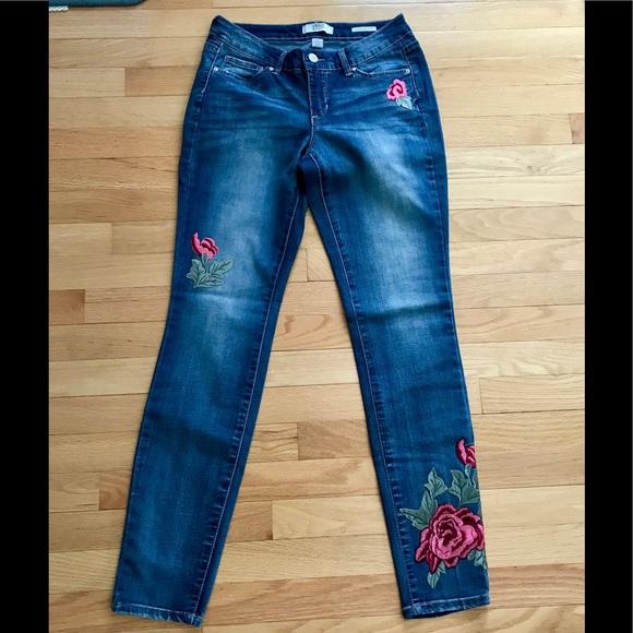 Vintage America Denim - NWOT  Vintage America Blues Appliqué Jeans, Size 2